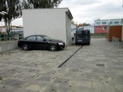 Studenti naší jazykové školy mají možnost parkování před budovou